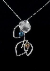 tri-leaf lilly blossom pendant w- pearls macro