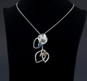 tri-leaf lilly blossom pendant w- pearls_